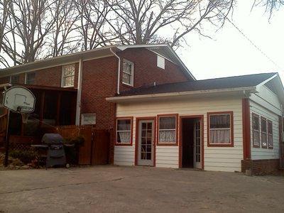 Vendo casa de 4 habitaciones y dos banos - Gastonia 2